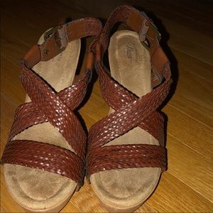 Bass sandals with heel